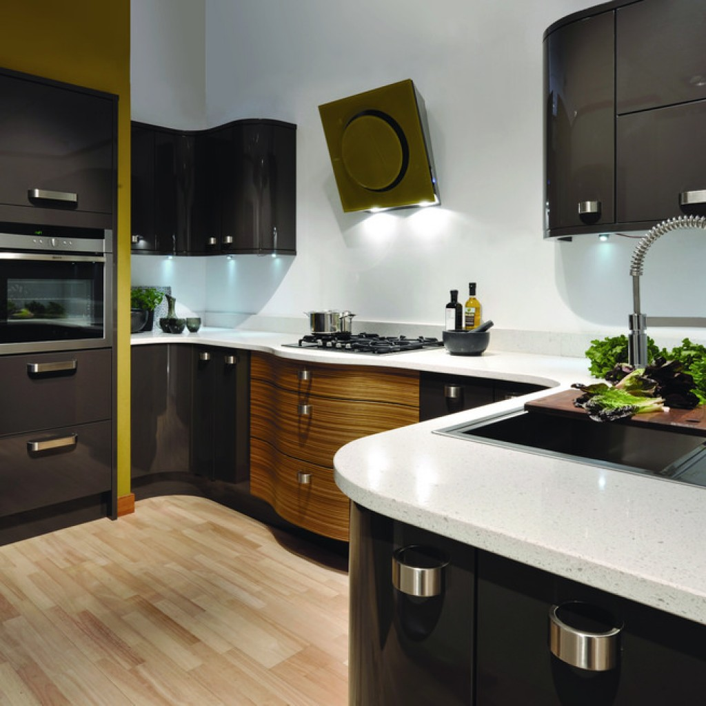 "ALT: ""when to choose black kitchen cabinets"""