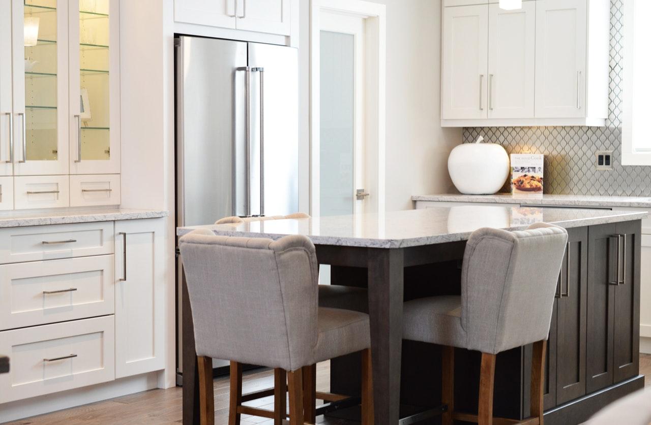 Two-tone shaker kitchen