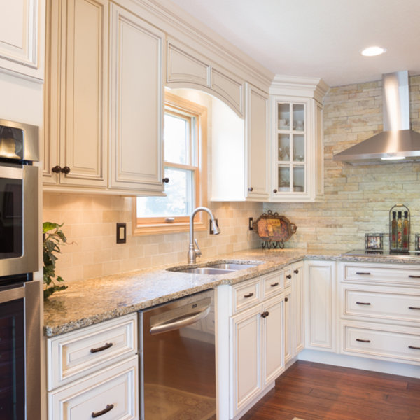 Signature Pearl Stock Kitchen Cabinets Design by Forevermark Cabinetry
