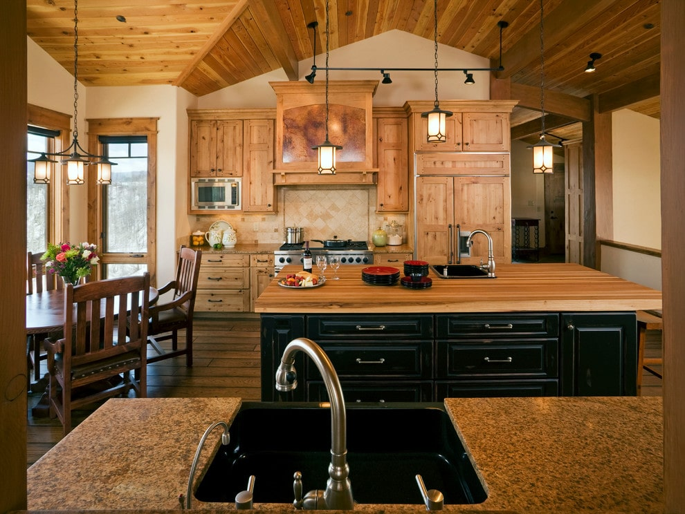 Rustic kitchen design by CBNT Co.