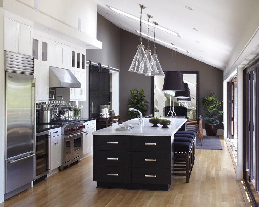 Black and white kitchen design by URRUTIA DESIGN Photography by Matt Sartain